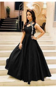 luxurious-look-with-black-taffeta-satin-thread-work-gown