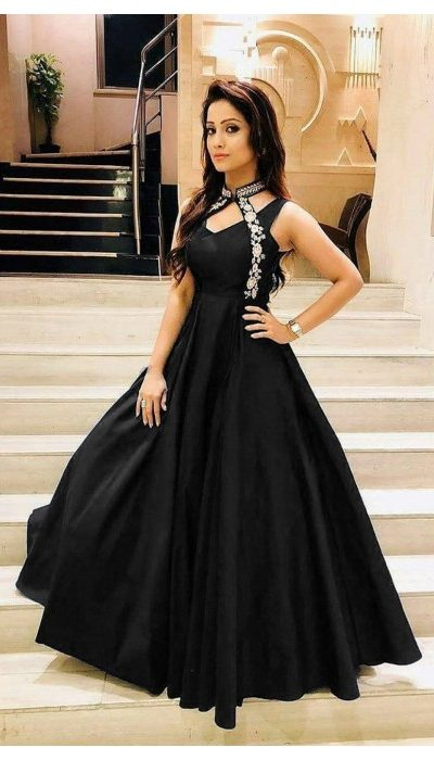 luxurious-look-with-black-taffeta-satin-thread-work-gown