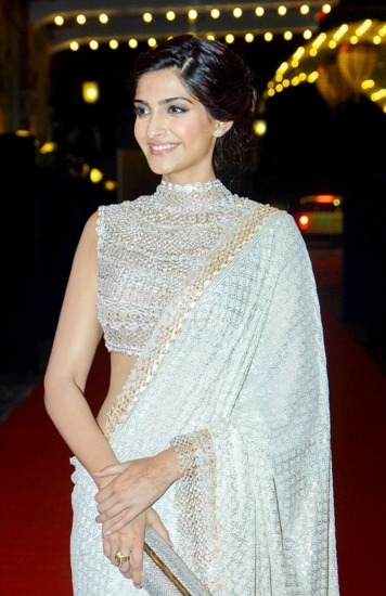 sonam-kapoor-womens-wear-white-color-heavy-georgette-saree