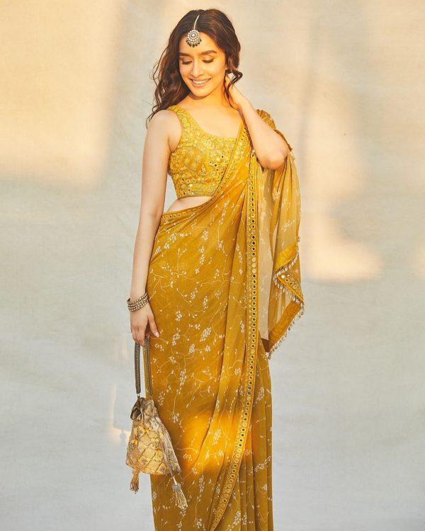 heavenly-shraddha-kapoor-in-yellow-color-digital-printed-saree