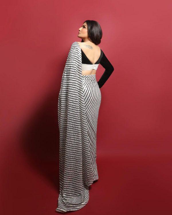 magnificent-raveena-tandon-in-dazzling-black-white-sequence-saree