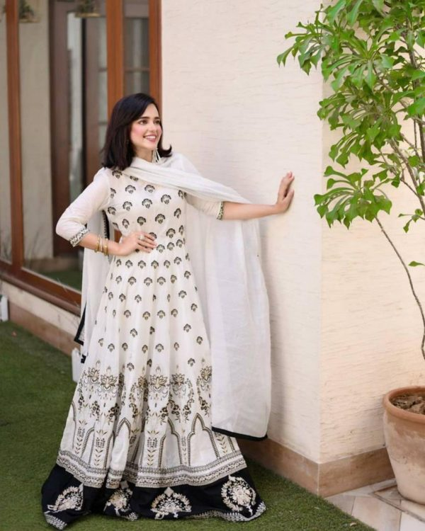 classic-white-color-butterfly-net-with-embroidery-work-anarkali