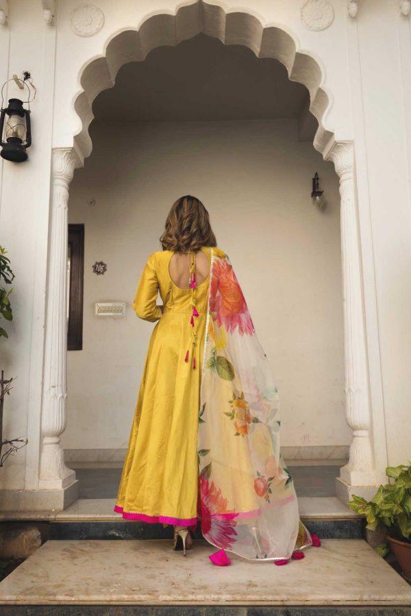 fantabulous-yellow-color-taffeta-silk-trendy-anarkali-set