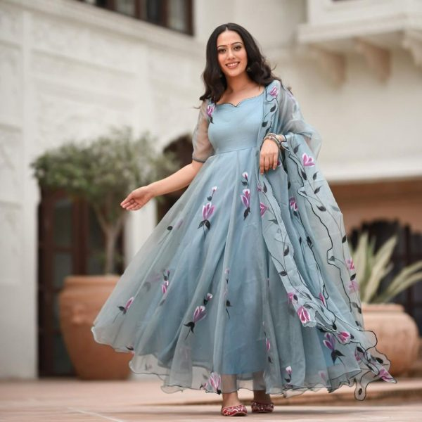 impeccable-grey-color-georgette-with-printed-gown